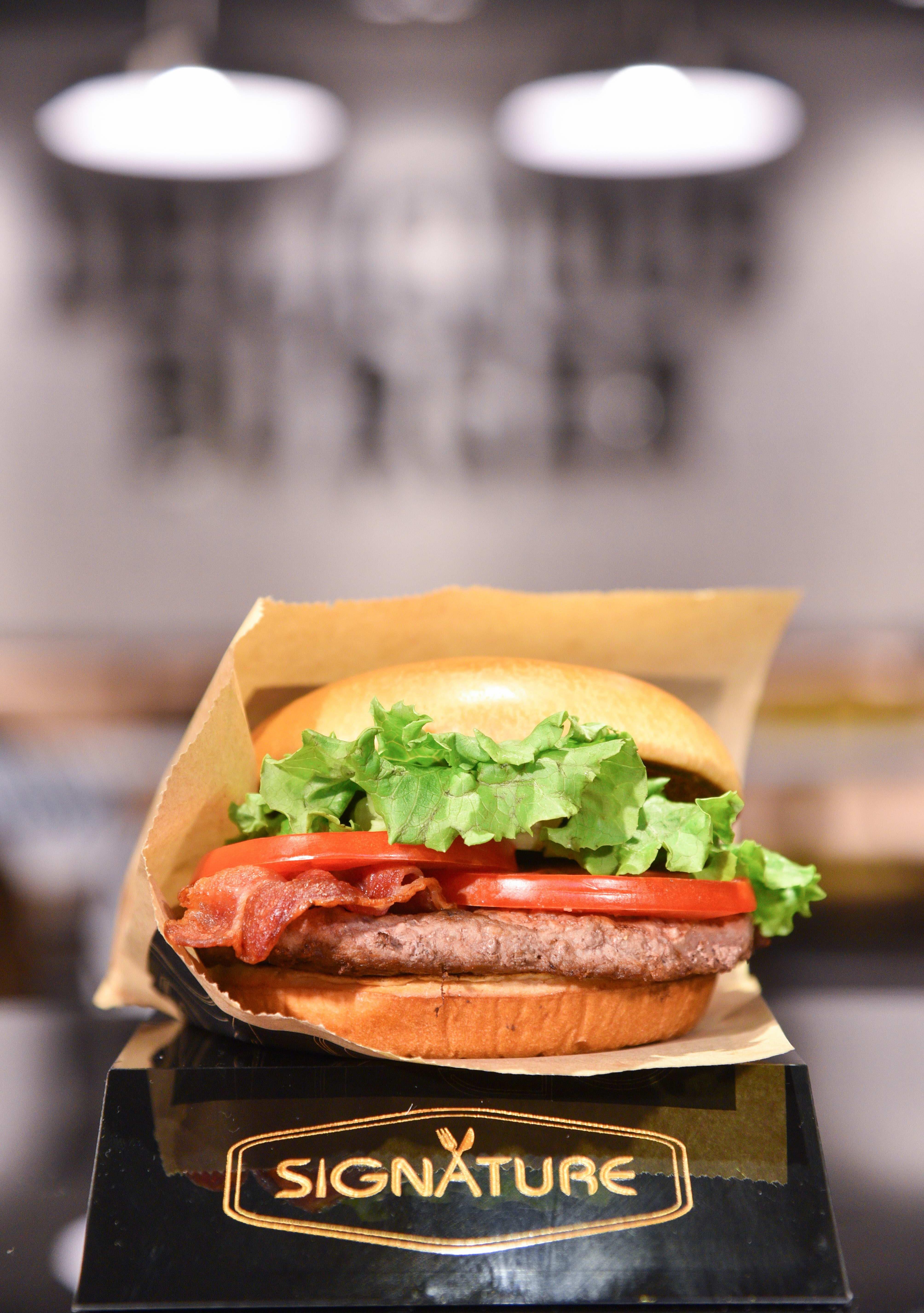 標榜使用高檔食材的安格斯黑牛堡